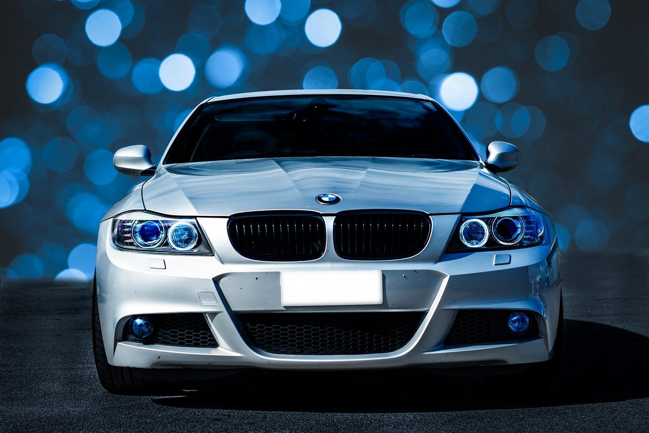 Car Bmw Vehicle Bokeh Automobile  - enriquelopezgarre / Pixabay